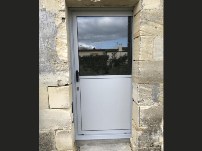 menuiserie patrick couton parempuyre produits services portes exterieur diapo 12 e1604244966289 - Portes d'entrée