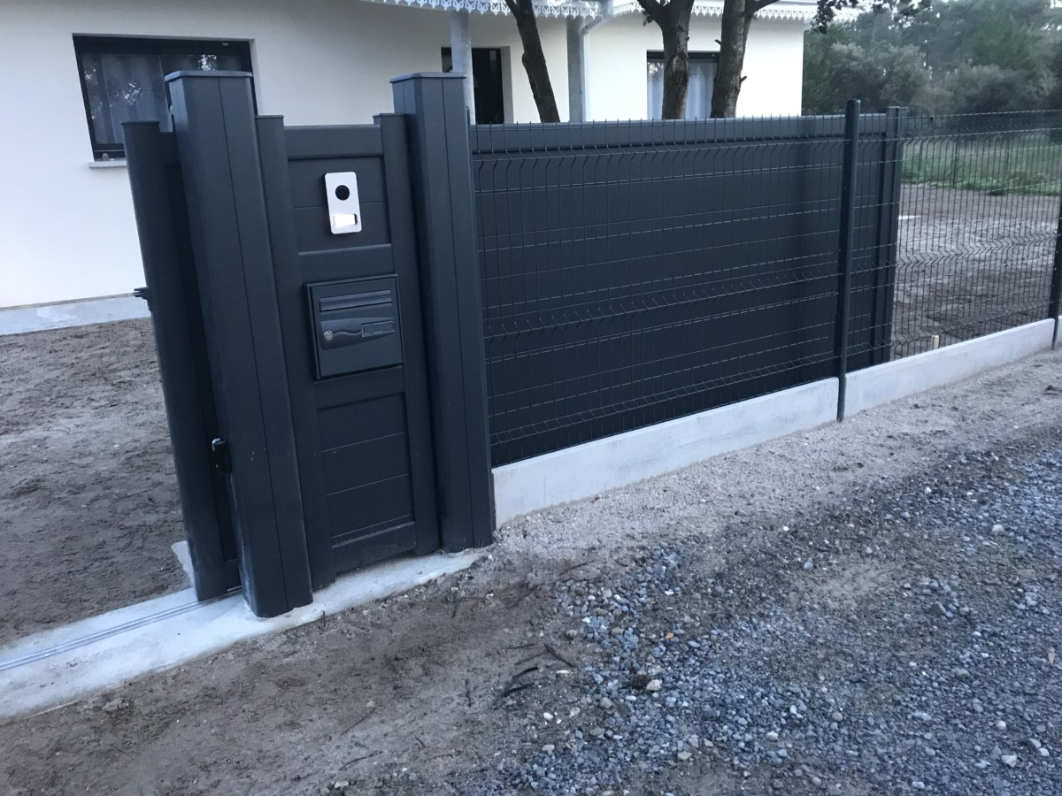 portail gris totem bal - Portails et Clôtures (Partenaire CADIOU)